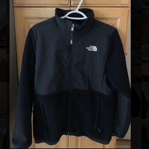 "Black ""Denali 2"" North Face jacket."